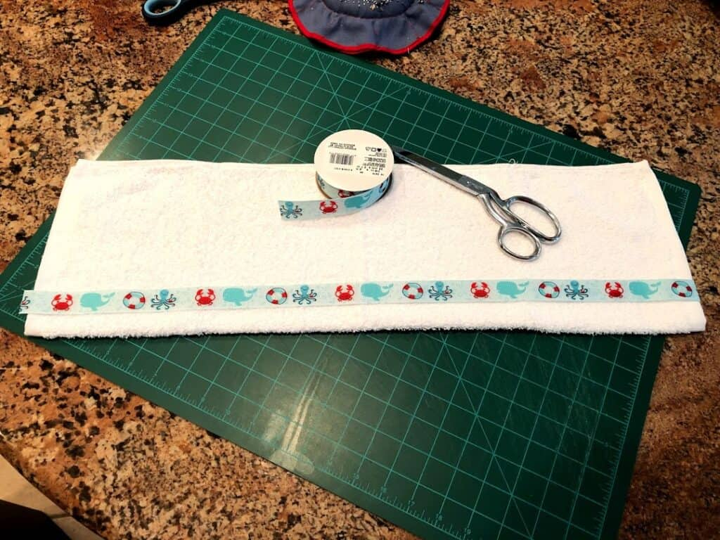 Measuring ribbon with towel