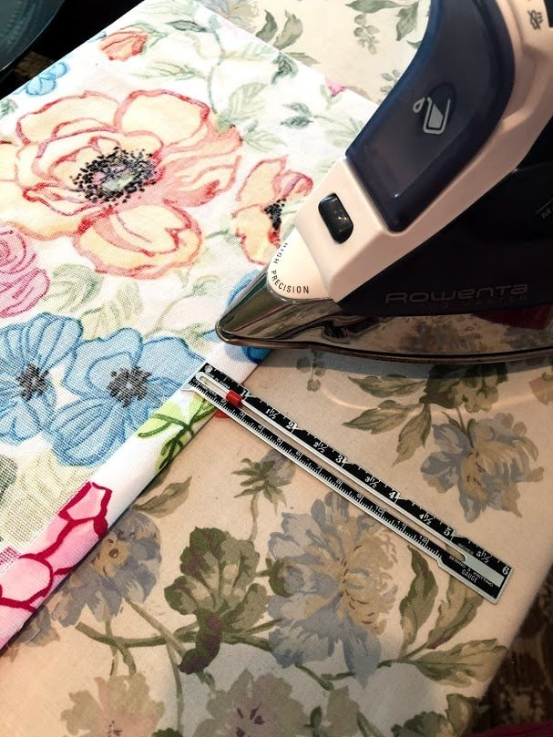Ironing seams for plastic bag dispenser