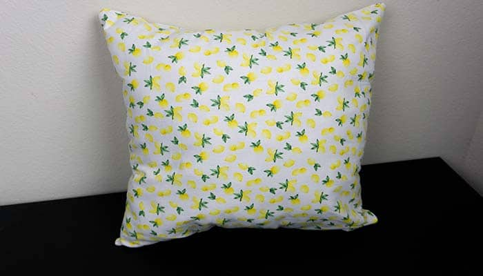 How To Make A Throw Pillow The Easy Way Featured Image